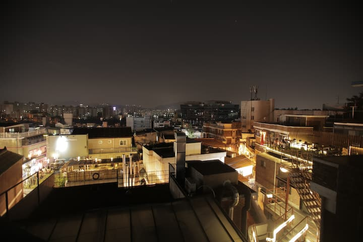 R&R in spacious 2br house w/ rooftop @ Itaewon