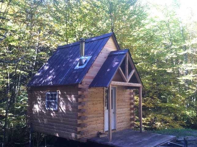 Cozy Little Log Cabin - Cambridge - Cabaña