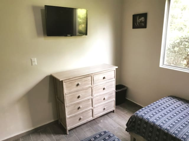 Recámara II A/C y T.V.   Bedroom II A / C and T.V.