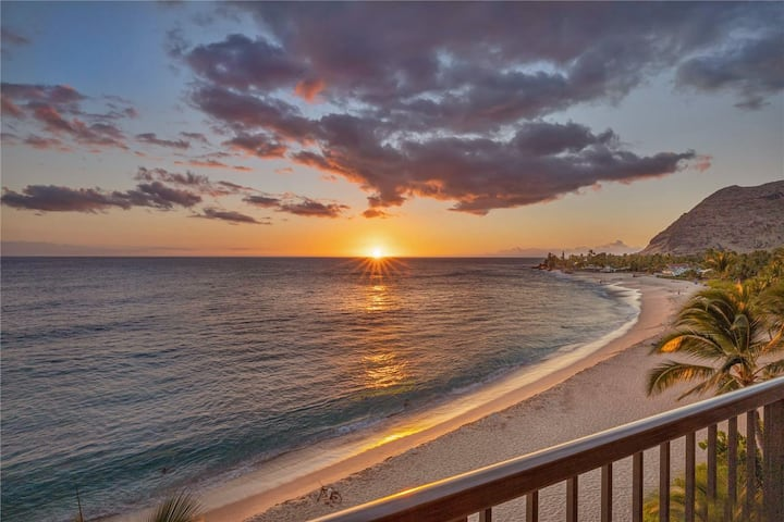 Legal Beachfront Getaway - Hawaiian Princess Condo