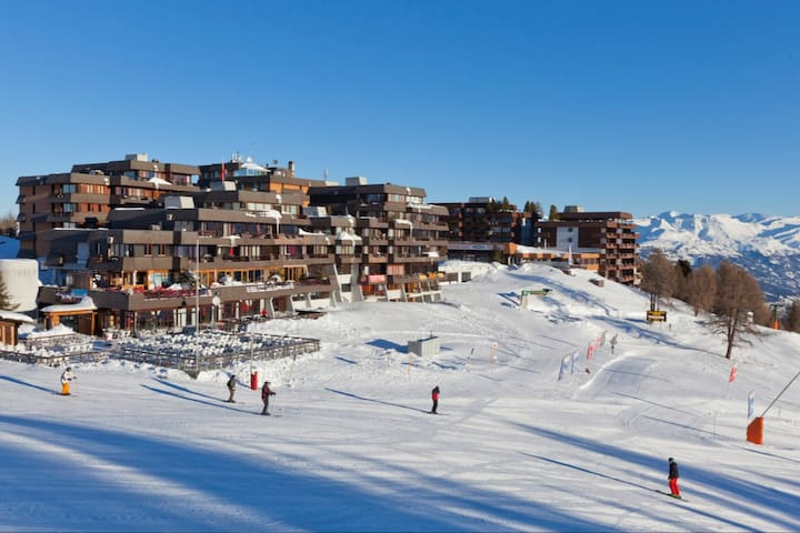 7p flat in the skiing pistes/trekking path