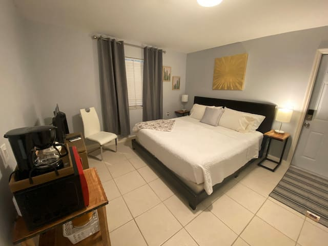 Comfy, Private room near Beach and Downtown