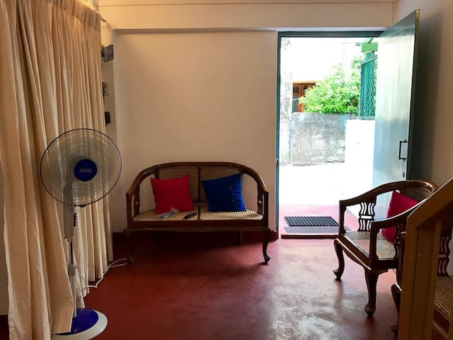 Cozy two rooms house in Col4 - Colombo - Hus