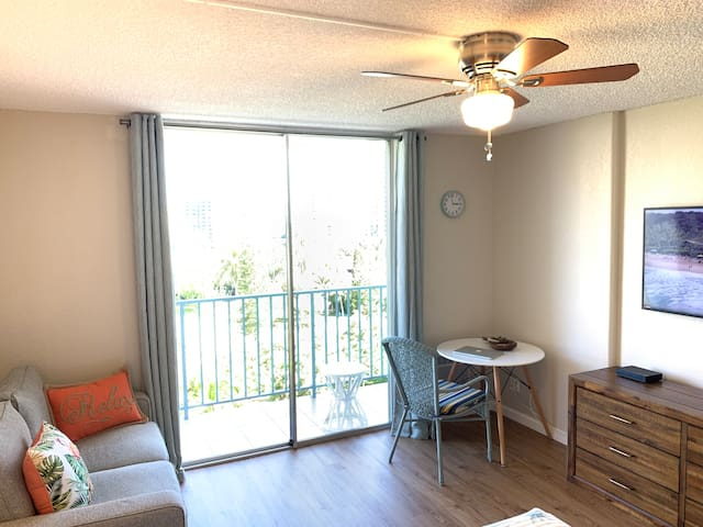 A brand new cute studio near Waikiki, Free parking