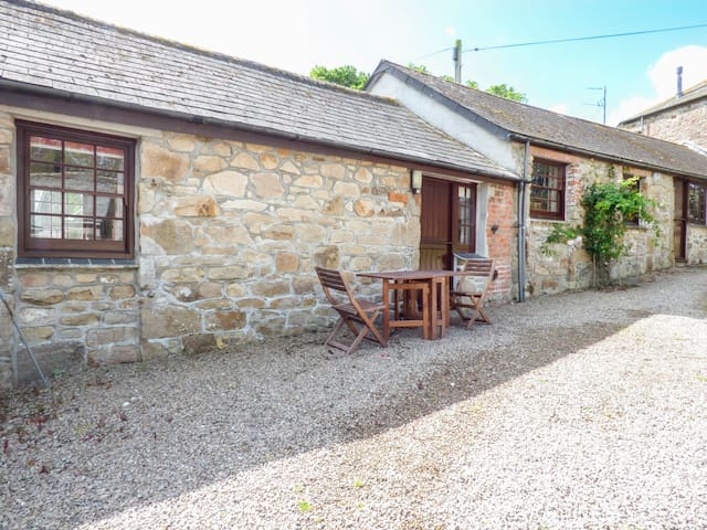 THE BULLSHED, family friendly, with pool in Marazion, Ref 958844