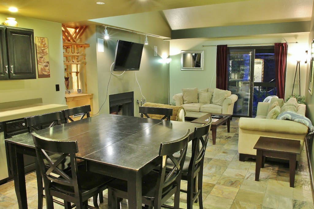 Dining table and living room in Snowblaze 310 - Park City