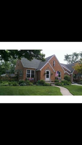 Spacious dormer & luxurious bath. - Ottawa Hills - House