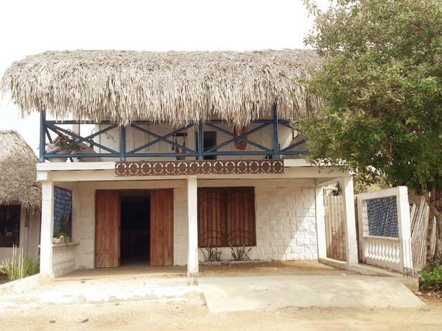 Casa rural para 16 personas a pocos metros del mar