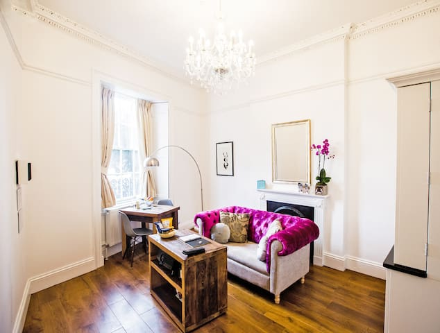 Luxurious apartment with free parking in Clifton