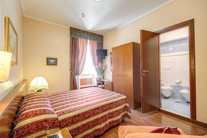 Buonarroti Home Double room matrimoniale Esquilino