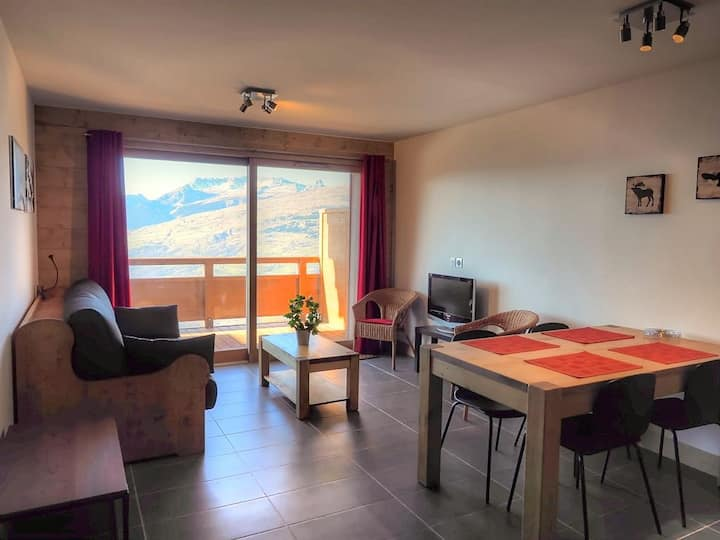 Newly built 1 bed apartment close to the slopes