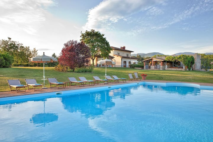 Villa Sant' Angelo - Holiday Villa Rental with private swimming pool in Poppi, Tuscany