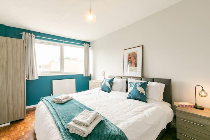 ❤2-Bedroom Flat(͠≖ ͜ʖ͠≖)2min fr Reigate Station❤