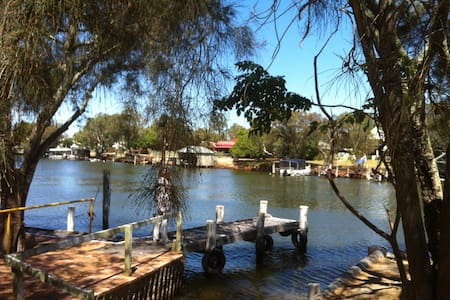Waterside house on the Murray River — own mooring! - North Yunderup