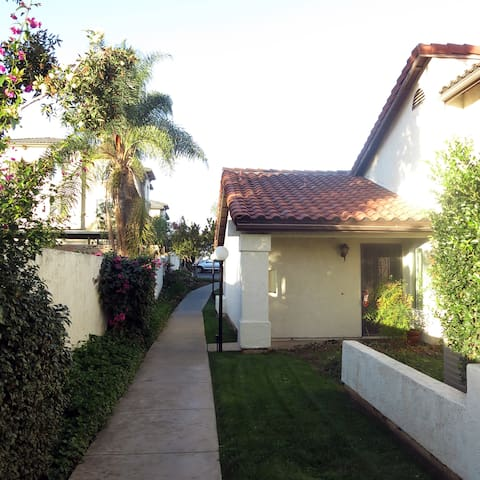 Clean Quiet 2 bed 2 bath condo, perfectly located. - Escondido - Kondominium