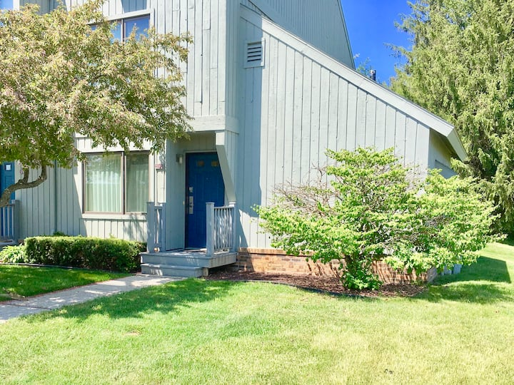 2 bed / 2 bath -- End Unit Hilltop Condo