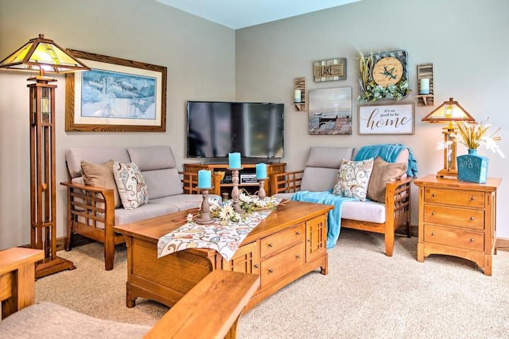 Family Home w/ Deck on Lake Sara: Pets are Welcome
