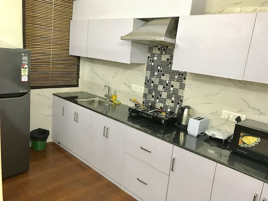 Fully equipped Kitchen with all appliances - Stovetop, Refrigerator, Microwave, etc.