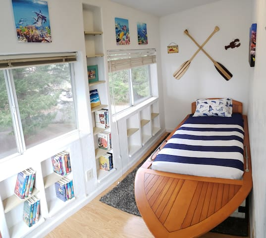 small private den (third floor) connected to master bedroom. This comes with unique boat bed that is sure to be a hit with the kids!