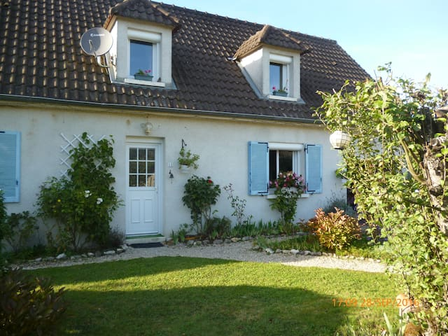 For a delightful and charming moment! - Lusigny-sur-Barse - Casa