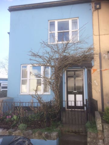 Wisteria Cottage - Charmouth