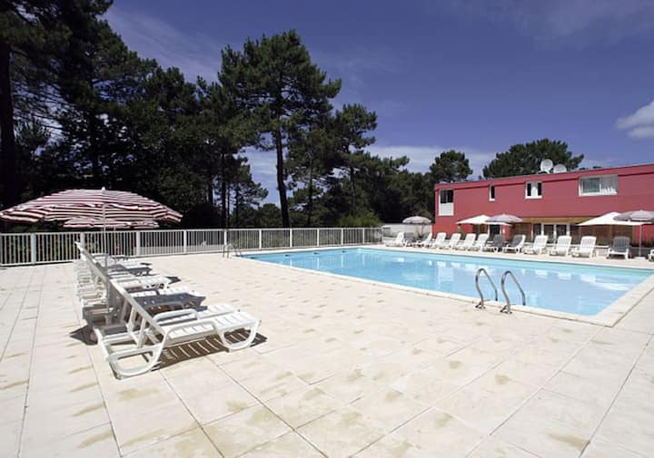 1 Bedroom apartment with terrace and swimming-pool