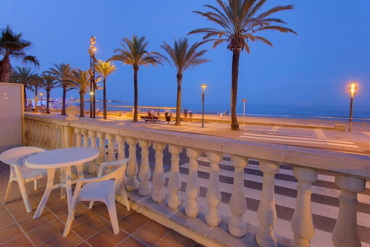 Hermoso apartamento frente a la playa - Salou - Apartment