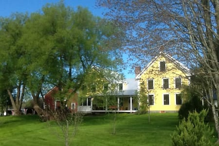 Newly Renovated Farmhouse - Cumberland - Talo