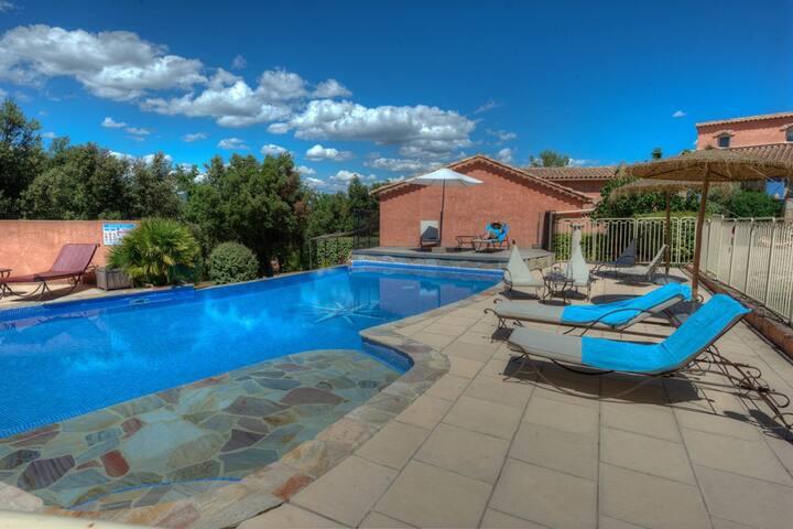En Provence Verte, Calme, piscine, gîte Marquises