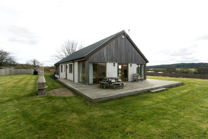 Idyllic Country Cottage Sleeps 8 - Dunfermline - Huis