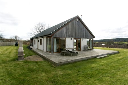 Idyllic Country Cottage Sleeps 8 - Dunfermline - Hus