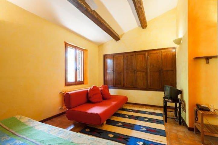 Camera gialla a Casa Branca - Gubbio