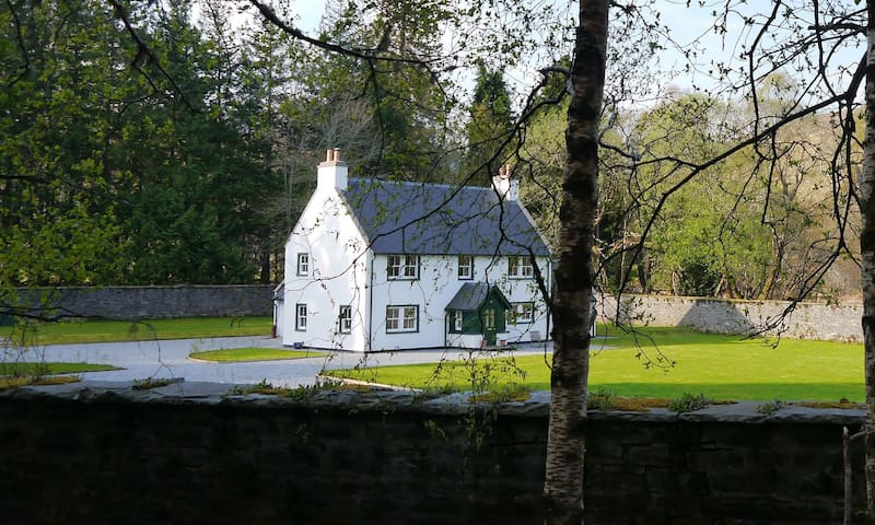 Braemore Walled Garden - The Peach House