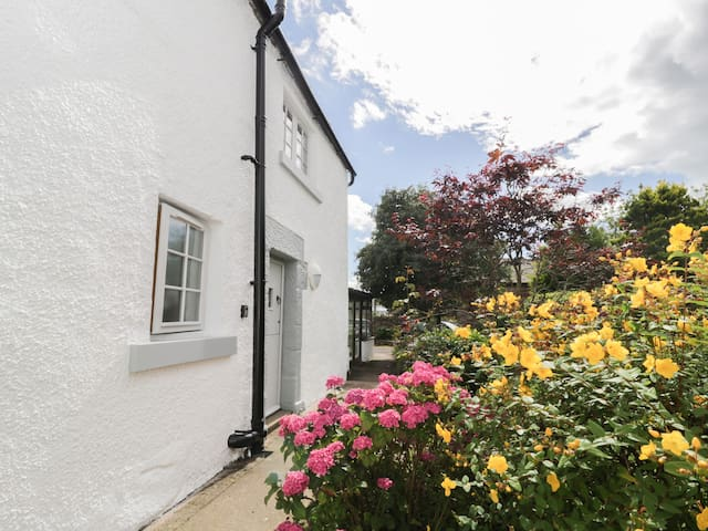 WHITEHALL COTTAGE, country holiday cottage in Blencarn, Ref 944059