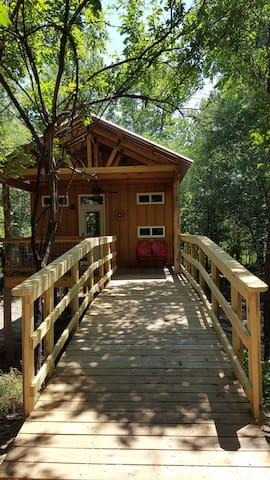 Rock Creek Retreat-Lincoln Lodge Treehouseglamping