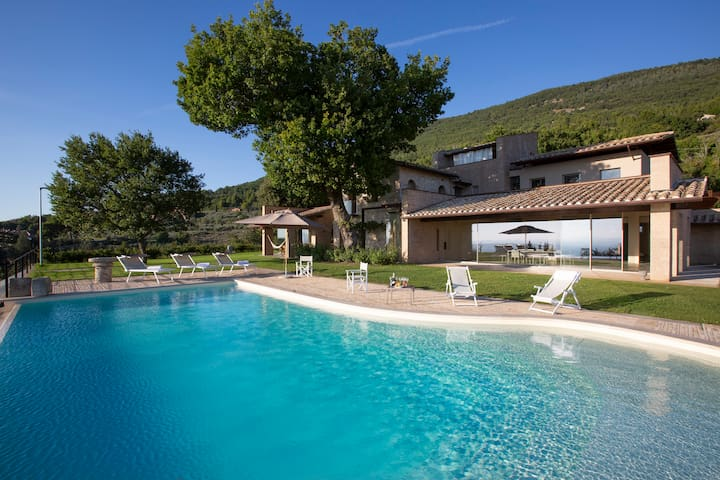 Luxury villa with private pool near Assisi