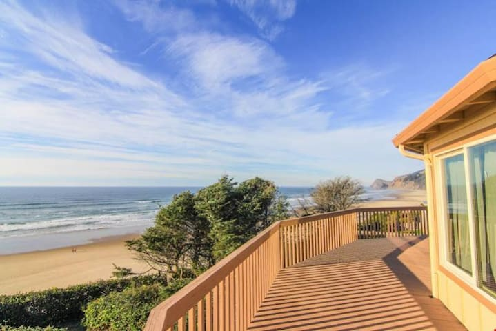 Waive Time - Roads End Oceanfront Home w/Hot Tub