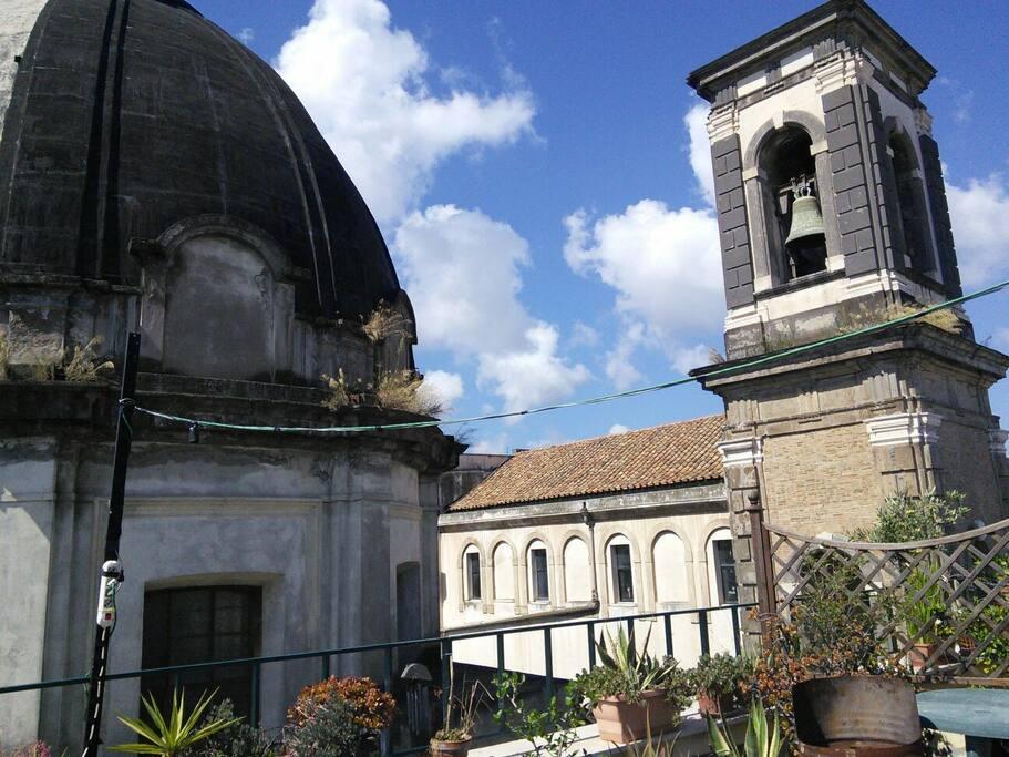 La vista del campanile della chiesa dei ss. Apostoli