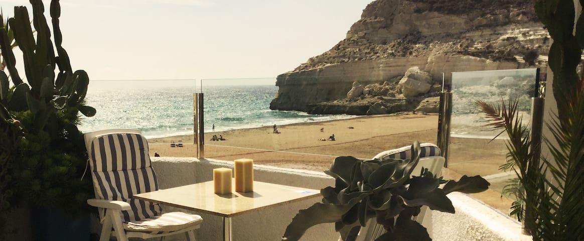 Luminoso apartamento a pie de playa en Agua Amarga - Agua Amarga - Apartment
