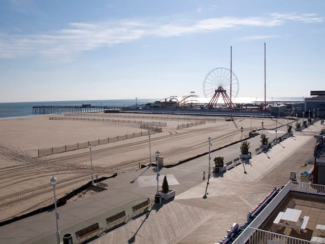 Belmont Towers 403 - Direct Oceanfront on Boardwalk