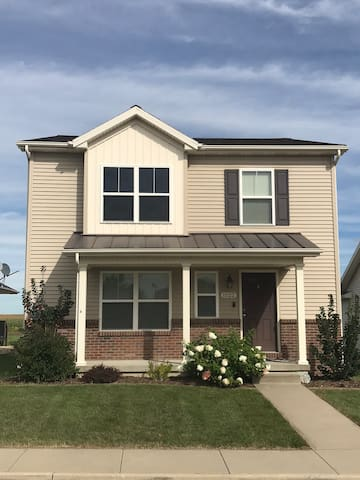 Large Upscale Home! Close to ISU, Sleeps 10