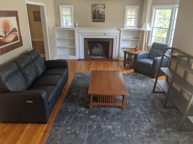 3-br House w/Yard in University Area