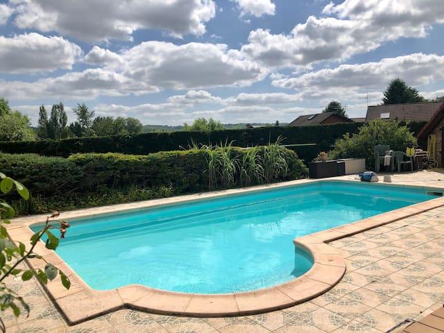 Villa Pojetec - 5 chambres, piscine, 10min Reims