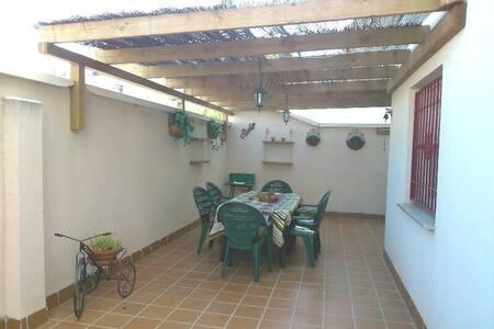 Bonito apartamento con terraza de 60 m2 - Castell de Ferro