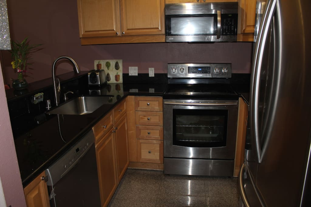Kitchen with all top of line appliances. Fully equipped.