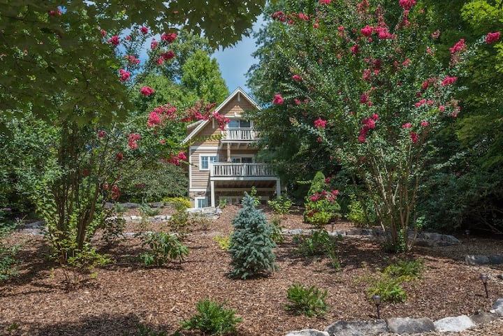 Sparrow Cottage   Arts and Crafts Cottage with Mountain Views - 2 Bedroom, 2.5 Bathroom