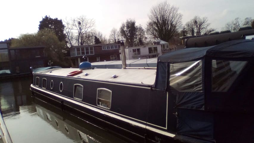 A beautiful widebeam barge - London - Boat