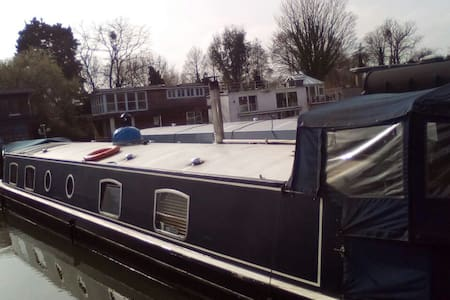 A beautiful widebeam barge - London - Boot