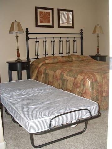 Extra foldingaway bed