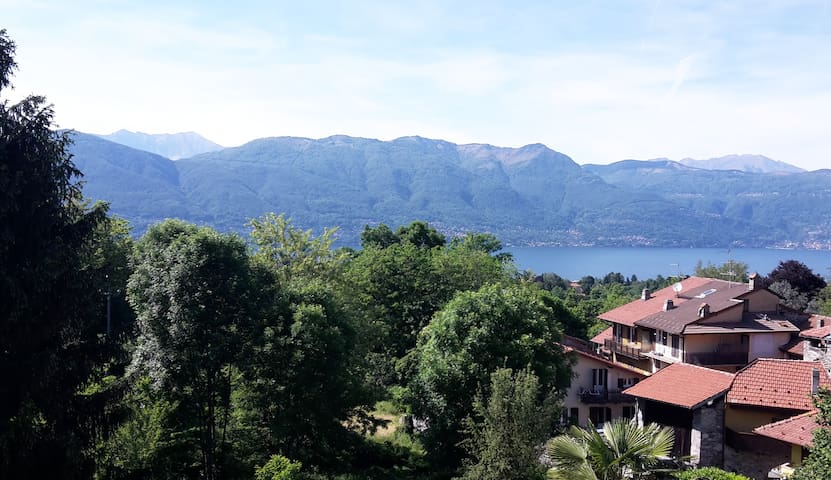 Romantic lake view house with a spacious garden - Castello